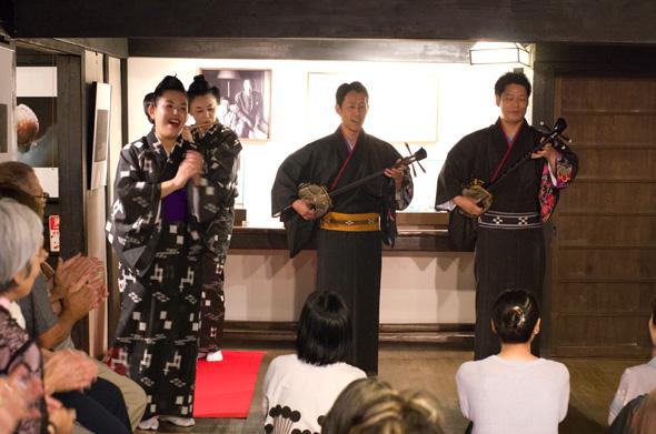 「安里屋ユンタ」沖縄芸能 踊てぃ遊ば