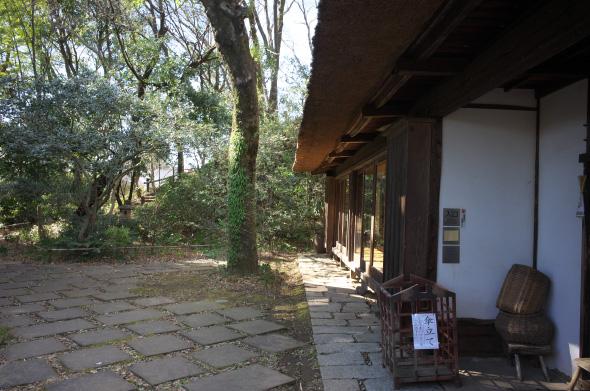 武相荘・茅葺のミュージアム