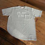 写真: Tシャツ「PLAY FAST」  ポケット付/グレー